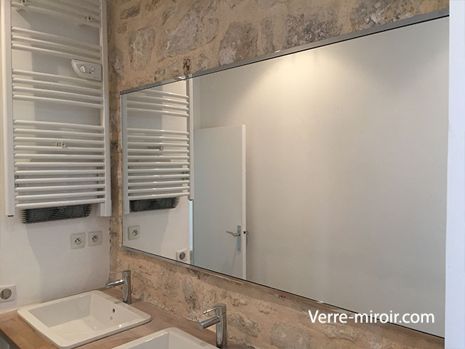Miroir de salle de bain sur mesure sur profilé