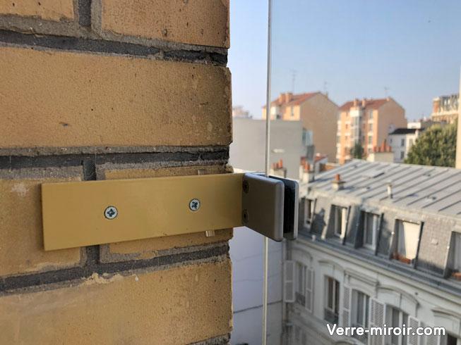 Platine pour déporter verre protection de fenêtre