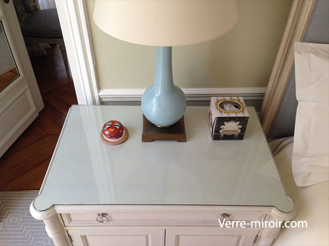 Protection de table en verre trempe for Position des verres sur une table