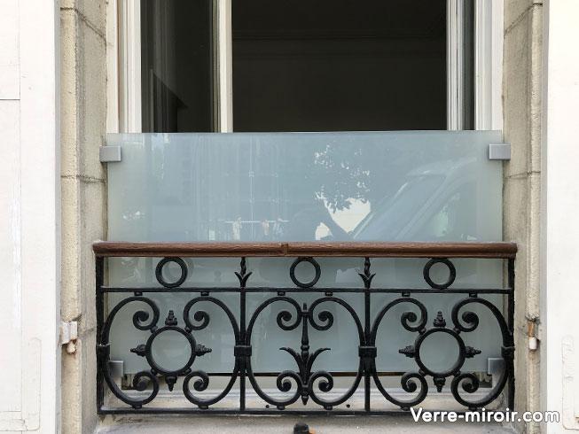 Protection de fenêtre en verre opaque