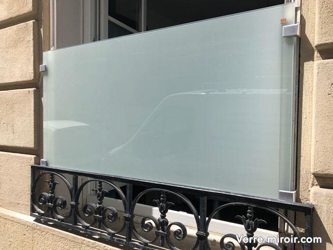 Verre déporté pour protection de fenêtre