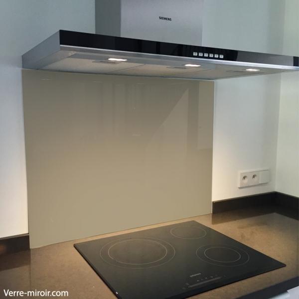 fond de hotte verre taupe. Black Bedroom Furniture Sets. Home Design Ideas