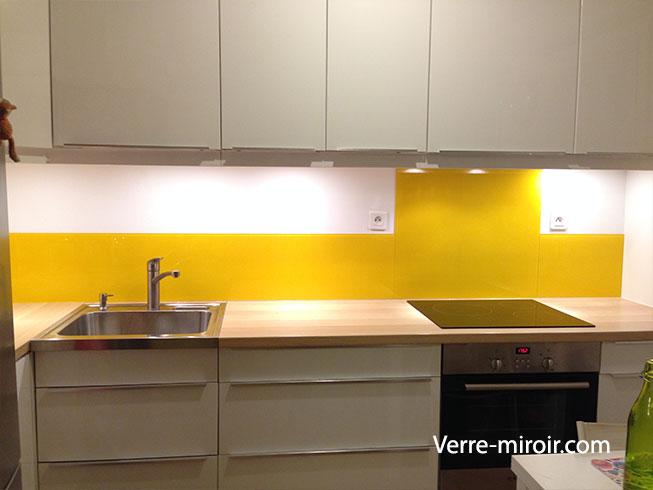Credence en verre laqué jaune