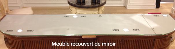 Meuble recouvert de miroir