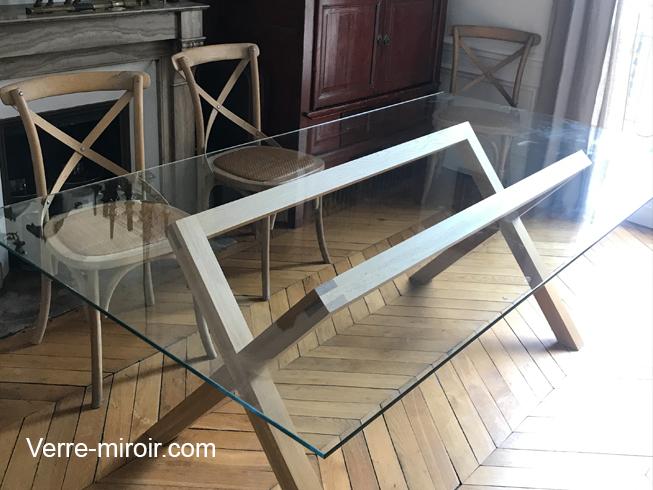 Table en verre trempe extra clair sur pied bois