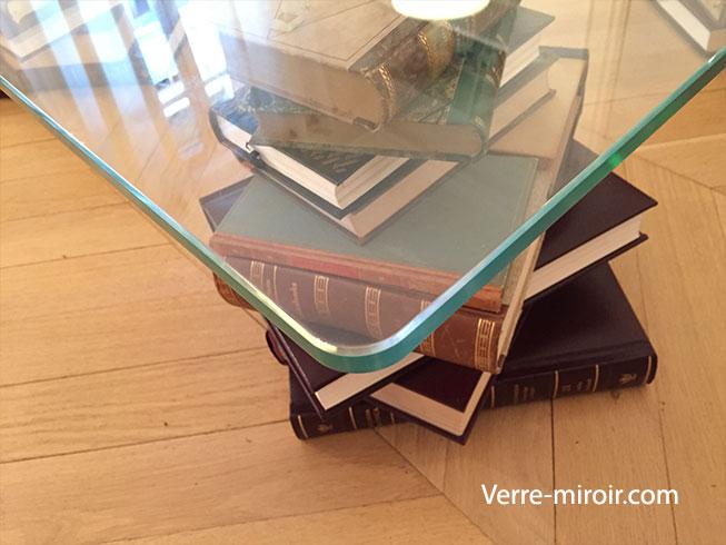 Table basse en verre trempe piètement livre
