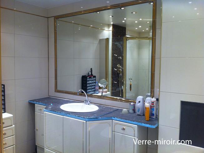 Miroir de salle de bain encastré dans niche carrelé